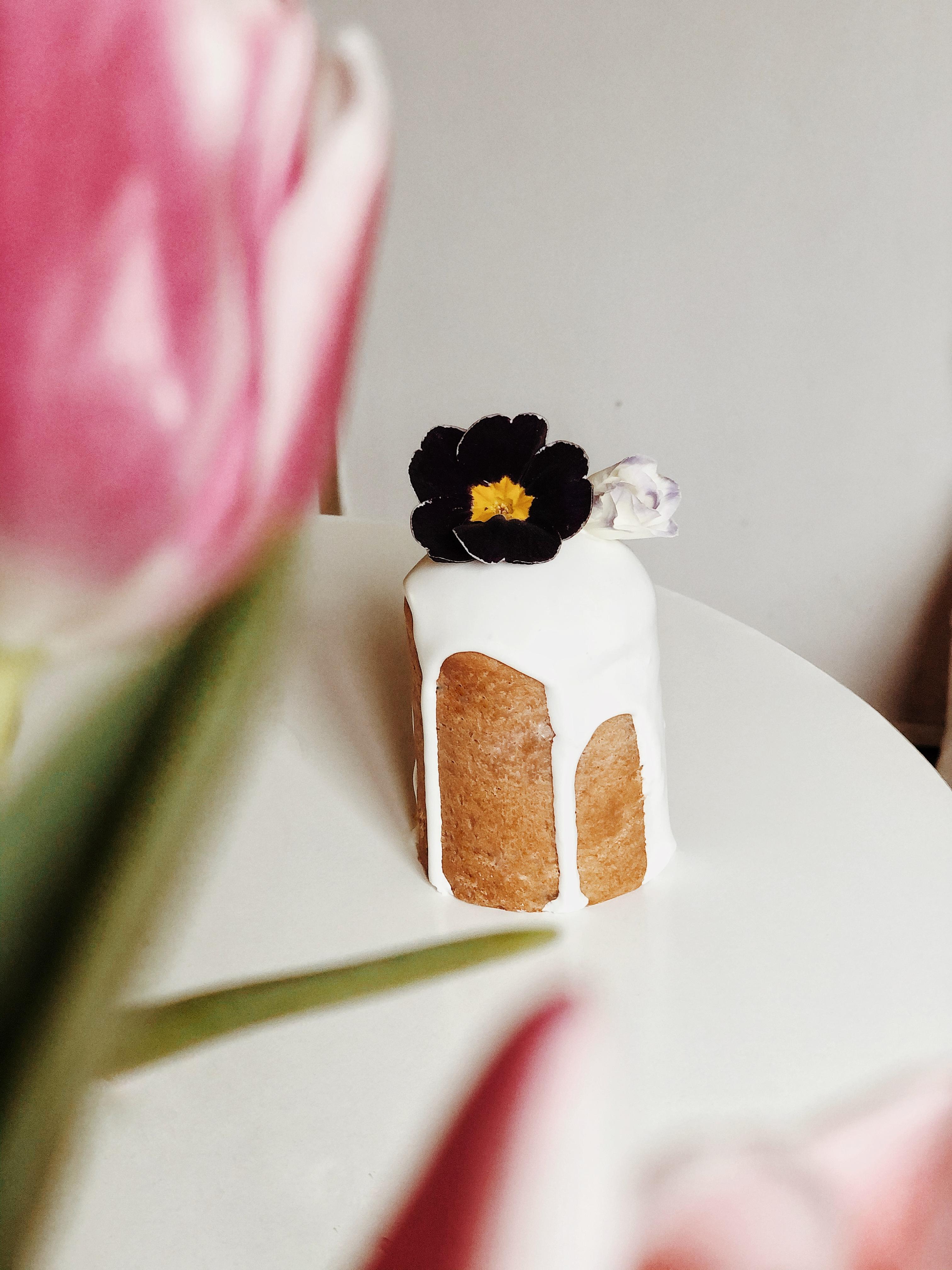 koulitch décoré avec des fleurs